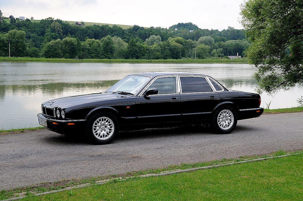 2000 Jaguar XJ-X308 Executive 3.2 (195 cui) V8 gasoline ...